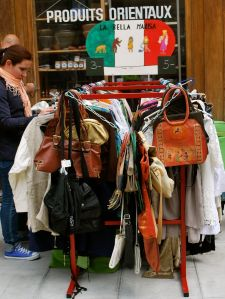 Learn this word: chiner or browsing through flea markets