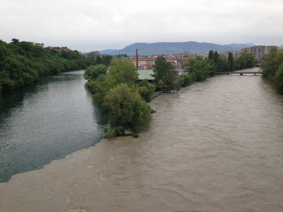 At Pont de Jonction looking down on the Arve (right) & Rhone (left) rivers with the flooding