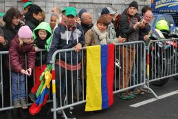 Colombian fans waiting for Quintana